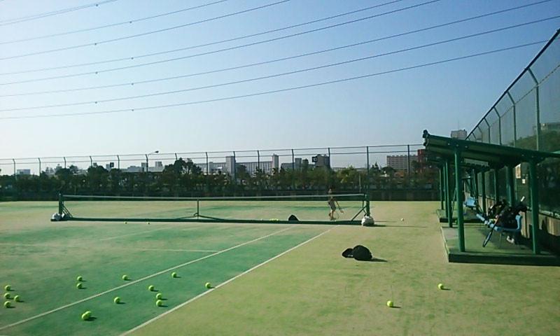 息子と早朝テニス